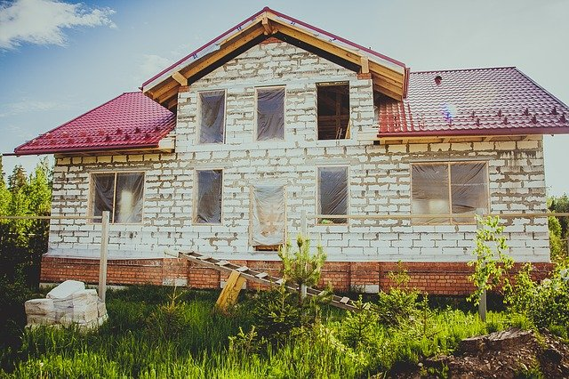 stavba cihlového domu