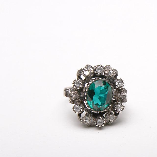 rustikální prsten s kamenem