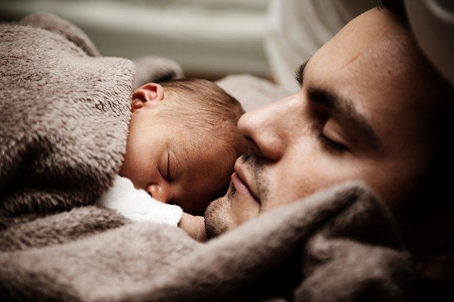 otec a miminko