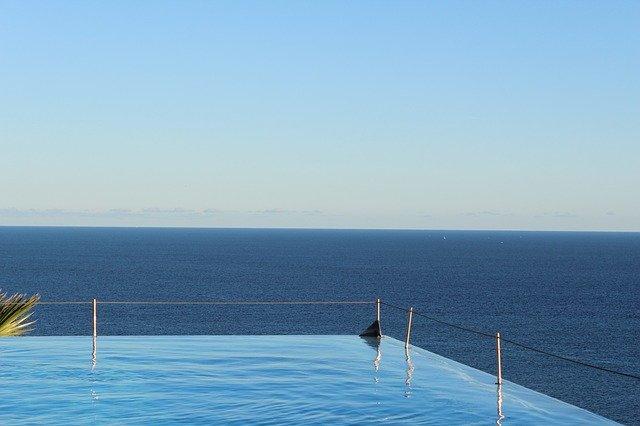 bazén nad mořem